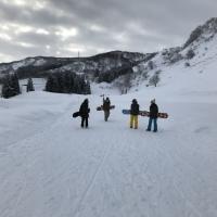 雪山でも女子トーク盛り上がる!